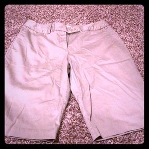 NWOT WORTHINGTON Stretch Bermuda shorts